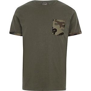 Jack & Jones - Donkergroen T-shirt met camouflageprint en borstzakje