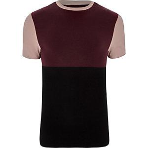 Donkerrood aansluitend T-shirt met kleurvlakken