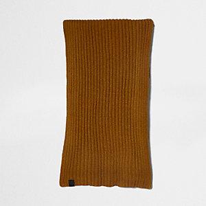 Mosterdgele gebreide sjaal met ribbels