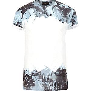 T-Shirt in Weiß und Blau mit Camouflage-Muster