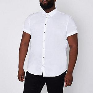 Weißes, kurzärmliges Hemd