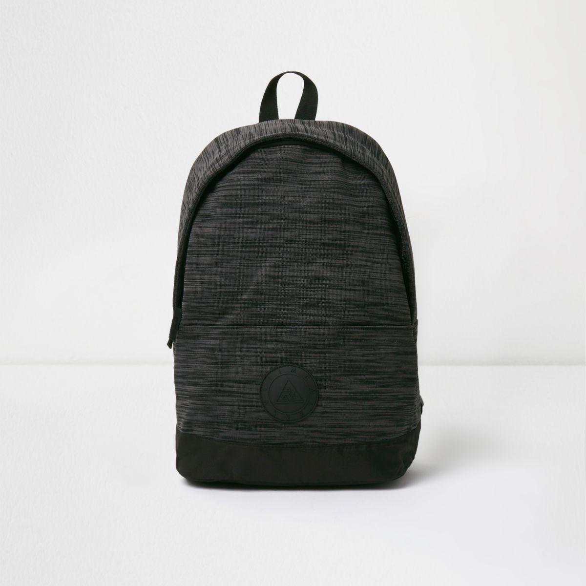 Schwarze, spaciger Strickrucksack
