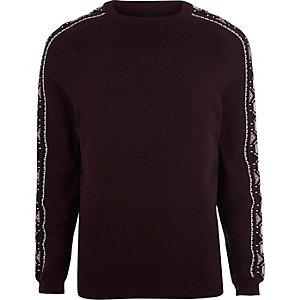 Donkerrode gebreide pullover met Aztekenprint op de mouwen