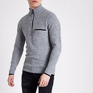 Hellgrauer Pullover mit Stehkragen und halblangem Reißverschluss
