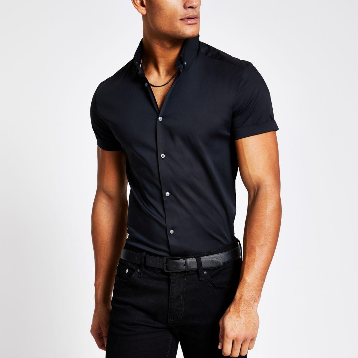 Zwart aansluitend overhemd met korte mouwen
