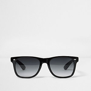 Black retro smoke lens sunglasses