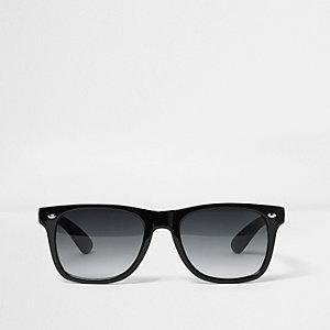 Zwarte retro zonnebril met rokerige glazen