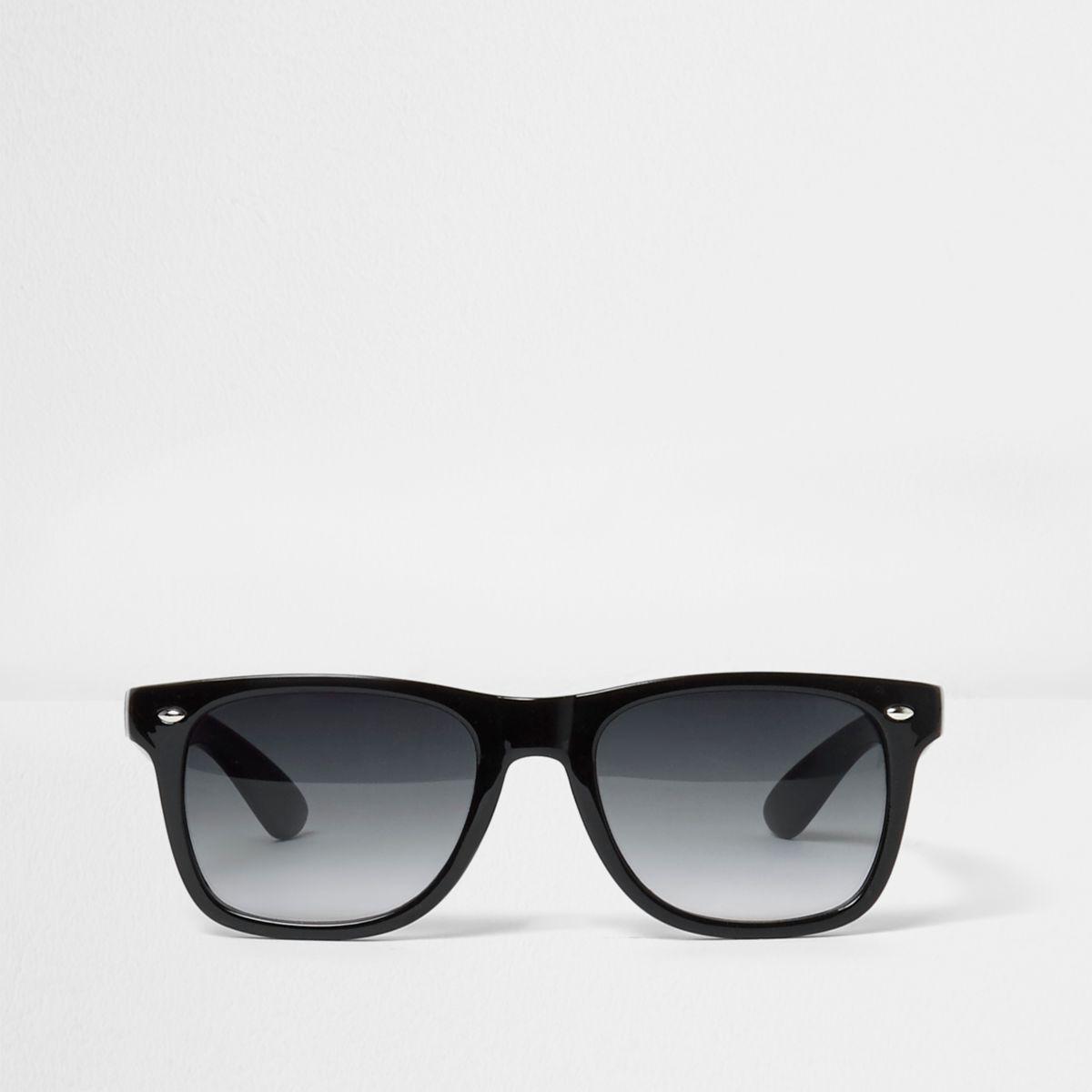 Lunettes de soleil noires avec verres fumés style rétro