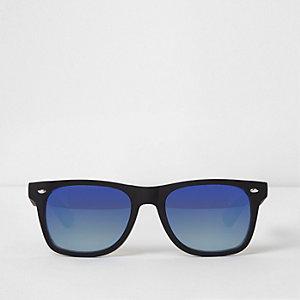 Zwarte retro zonnebril met rubber en spiegelglazen