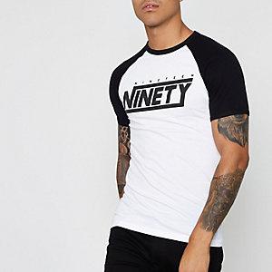 Wit T-shirt met raglanmouwen en 'nineteen ninety'-print