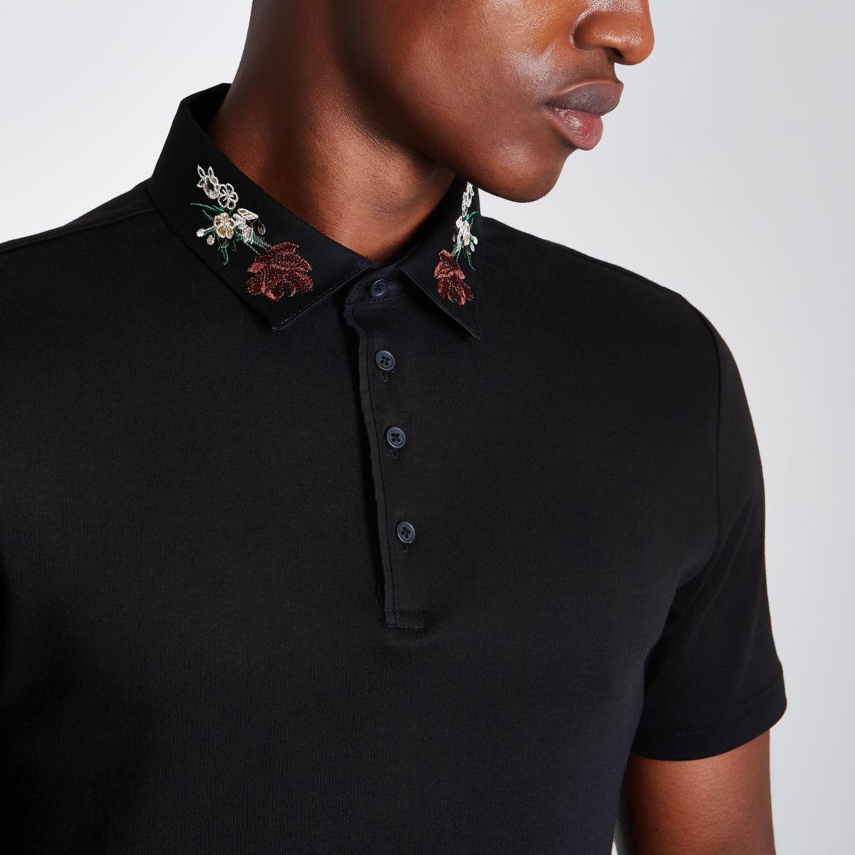 Schwarzes, schmales Polohemd mit besticktem Kragen