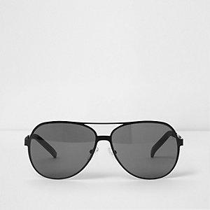 Schwarze Pilotensonnenbrille mit getönten Gläsern