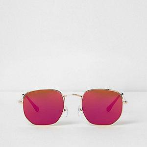 Goudkleurige zonnebril met zeshoekige rode glazen