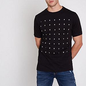 Zwart slim-fit T-shirt met doodshoofdprint en studs