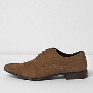Chaussures Oxford en daim fauve à bout rapporté