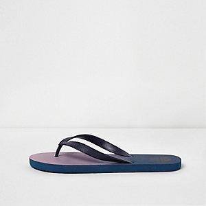 Blaue Flip-Flops mit Farbverlauf