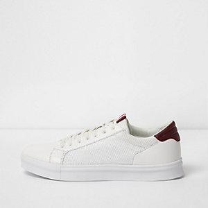 Weiße Sneaker zum Schnüren mit Mesh-Einsatz