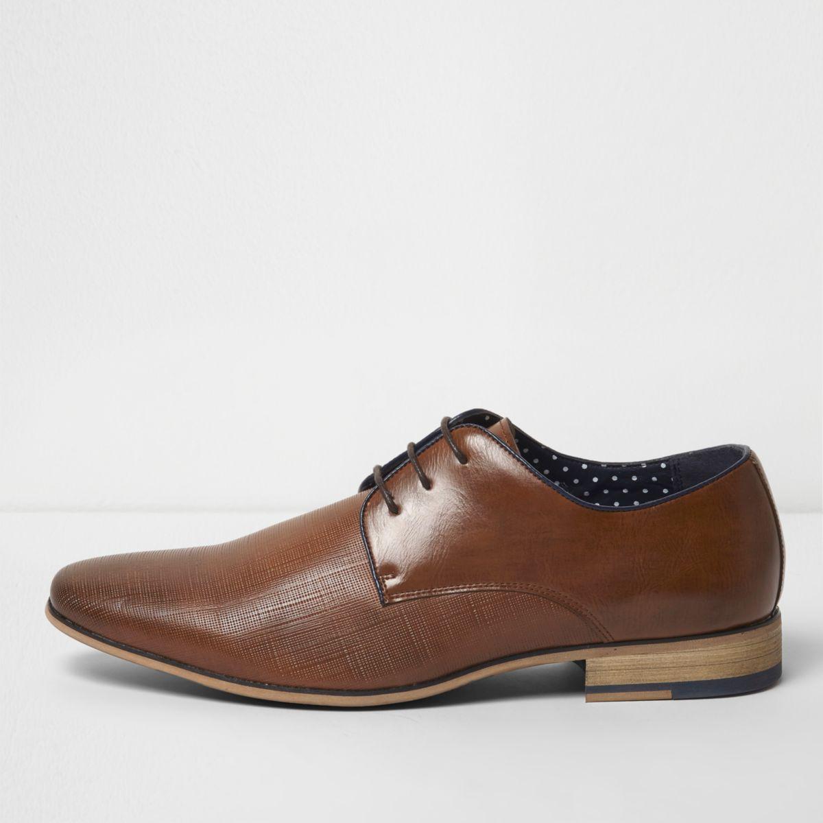 Chaussures habillées fauves à lacets