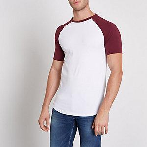 Dunkelrotes, figurbetontes Raglan-T-Shirt