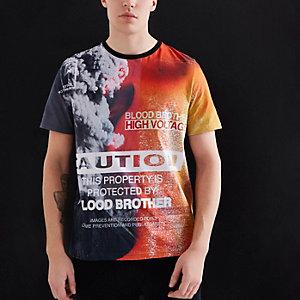 """Blood Brother – Oranges T-Shirt mit """"Caution""""-Aufdruck"""