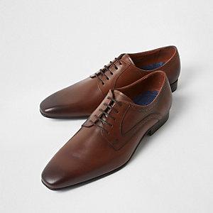 Chaussures derby en cuir marron à bout carré