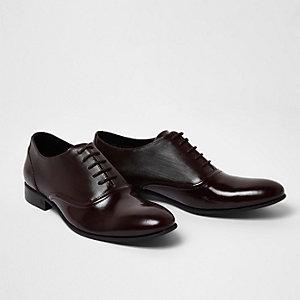 Chaussures Oxford rouge foncé en cuir poli