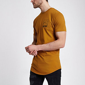 Bruin slim-fit T-shirt met 'ninety eight'-print