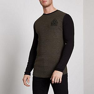 Kaki geribbeld aansluitend T-shirt met contrasterende mouwen