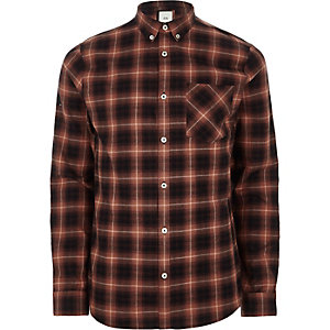 Rotes, kariertes Buttondown-Langarmhemd