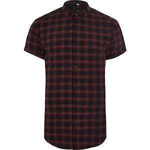 Chemise slim à carreaux rouge avec manches courtes
