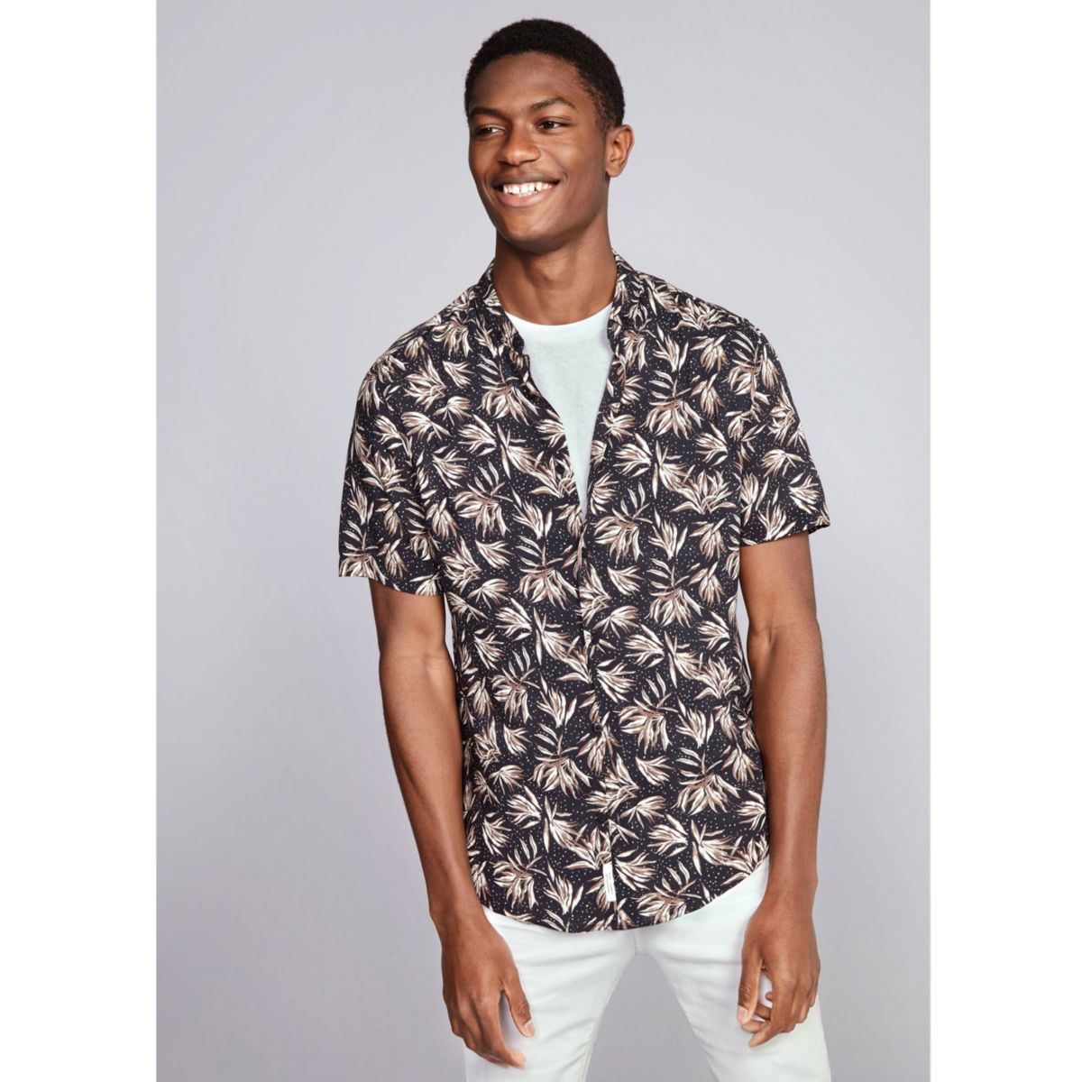 Black leaf print slim fit short sleeve shirt short for Mens slim fit short sleeve shirt