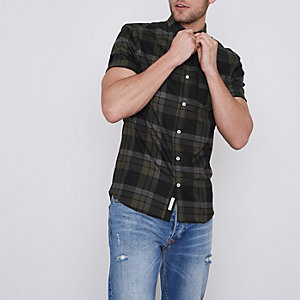 Chemise ajustée à carreaux verte avec manches courtes
