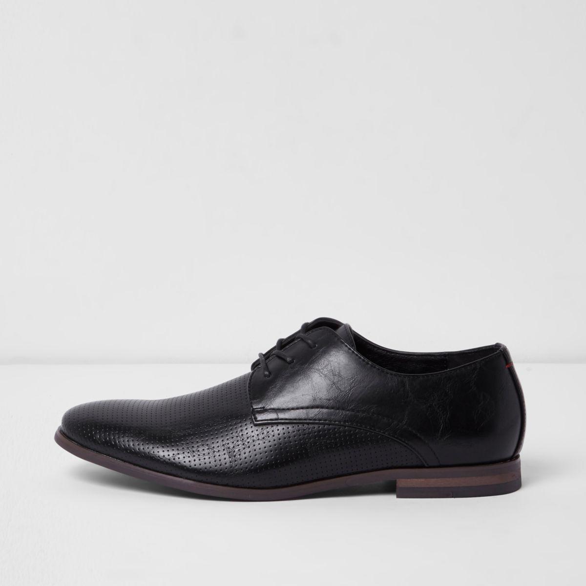 Zwarte nette veterschoenen met geperforeerd paneel
