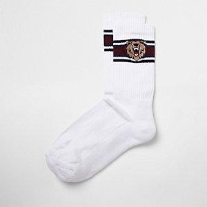 Gestreifte Socken mit Bärenstickerei
