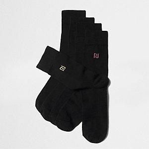 Set zwarte sokken met 'RI' geborduurd in verschillende kleuren
