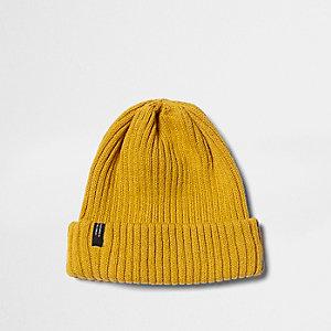 Bonnet moutarde en maille côtelée