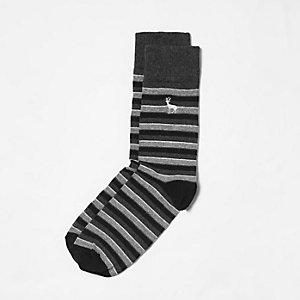 Chaussettes grises rayées à broderie cerf
