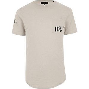 Only & Sons – Steingraues T-Shirt mit bedruckter Tasche