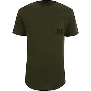 Only & Sons – Dunkelgrünes T-Shirt mit bedruckter Tasche
