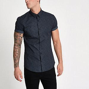 Marineblauw aansluitend overhemd met paisleyprint en korte mouwen