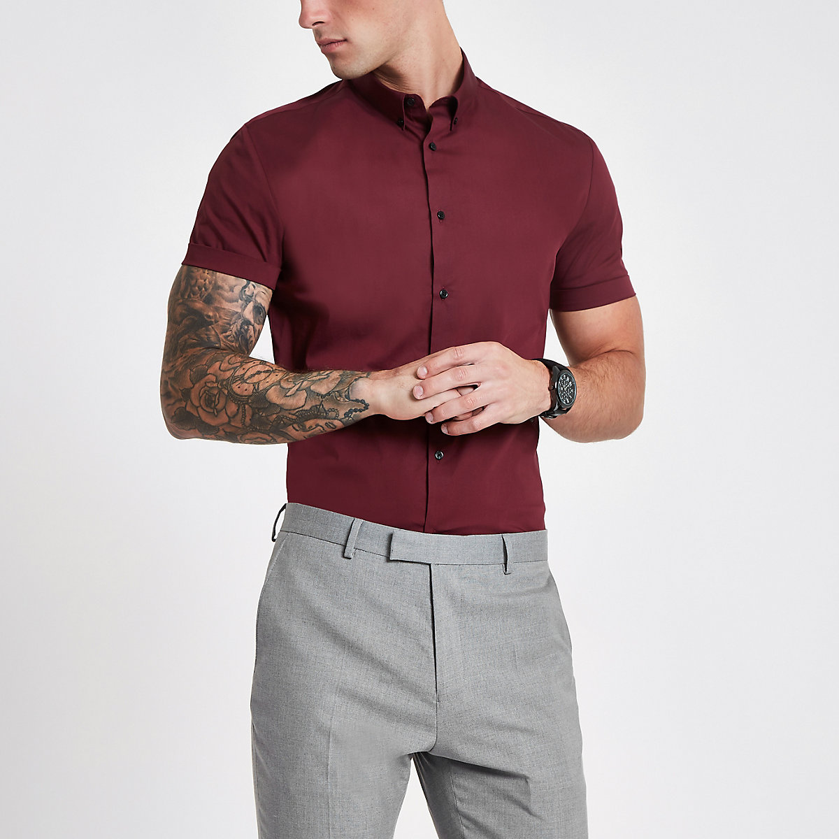 Burgundy muscle fit short sleeve shirt