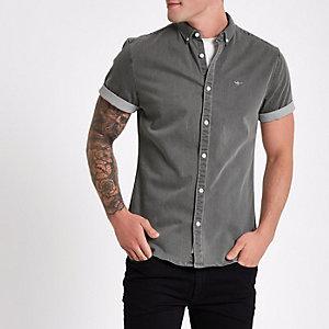 Grijs aansluitend denim overhemd met wespenprint