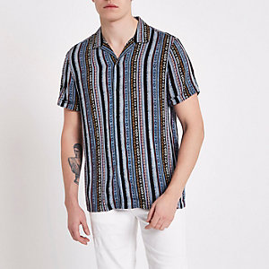Blauw overhemd met aztekenprint, korte mouwen en reverskraag