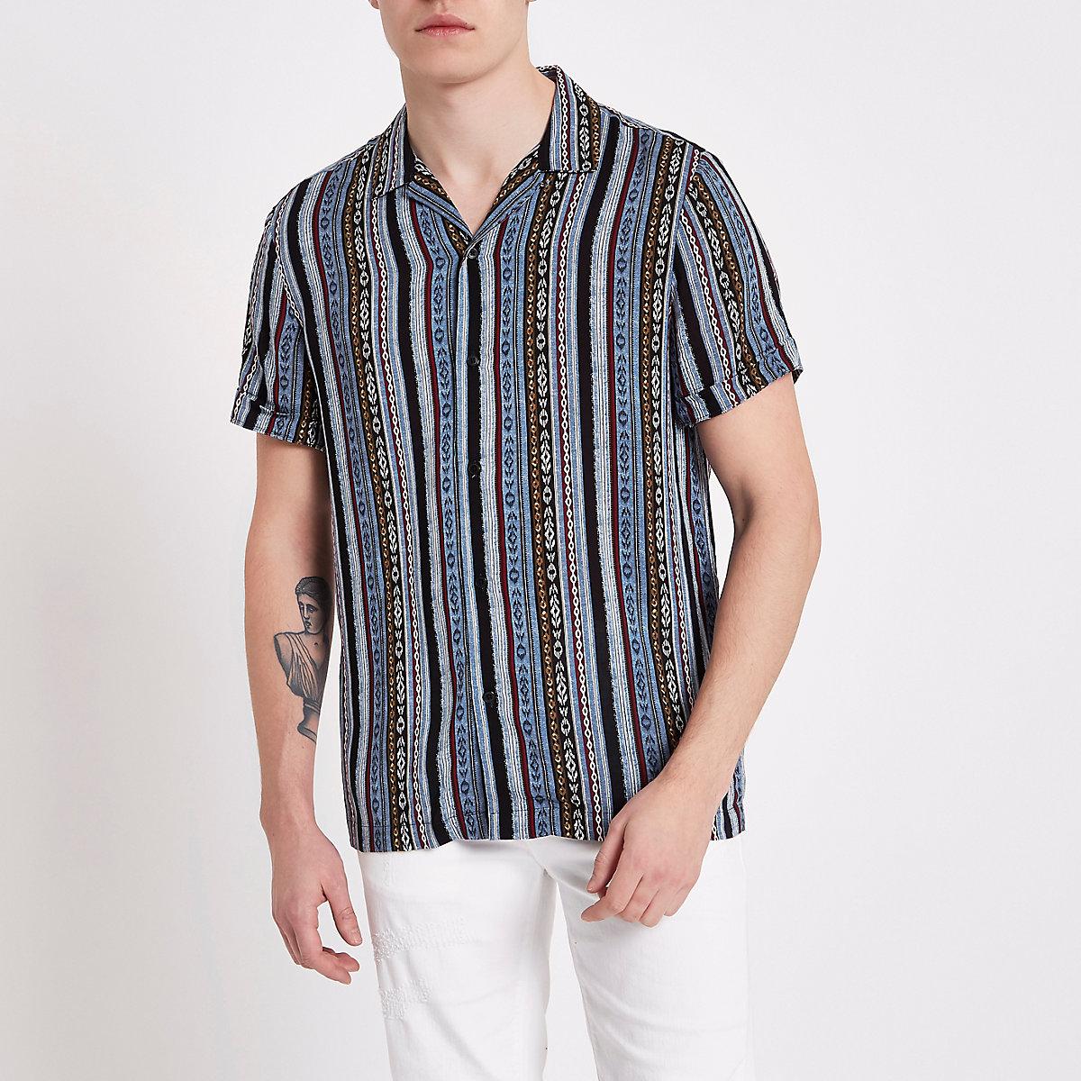 Chemise imprimé aztèque bleue à manches courtes et col à revers