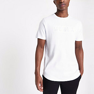 Wit slim-fit T-shirt met letter in reliëf