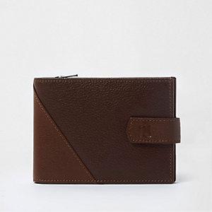 Braune, strukturierte Geldbörse aus Leder