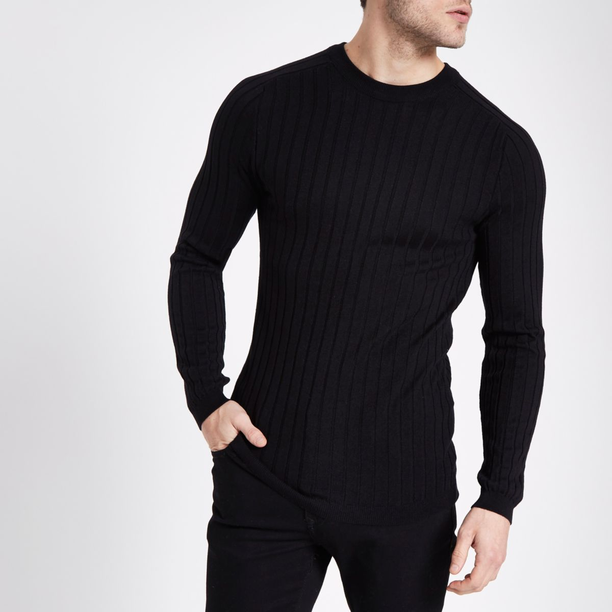 Zwarte aansluitende geribbelde pullover met ronde hals