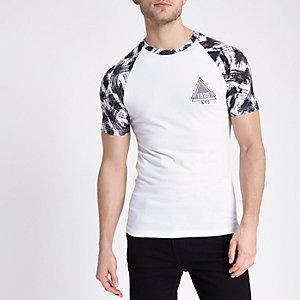 T-shirt ajusté imprimé «1985» blanc à manches raglan