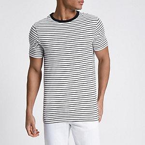 Weißes, gestreiftes Muscle Fit T-Shirt mit kurzen Ärmeln