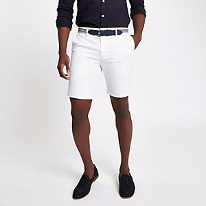 Short slim blanc à ceinture